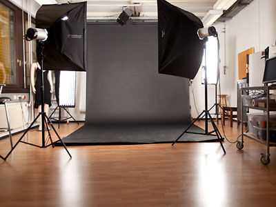 Aufnahmebereich mit Hintergrundpapier in verschiedenen Farben