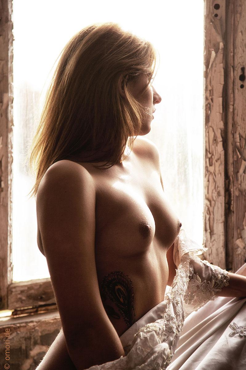 Aktfotografie am Fenster