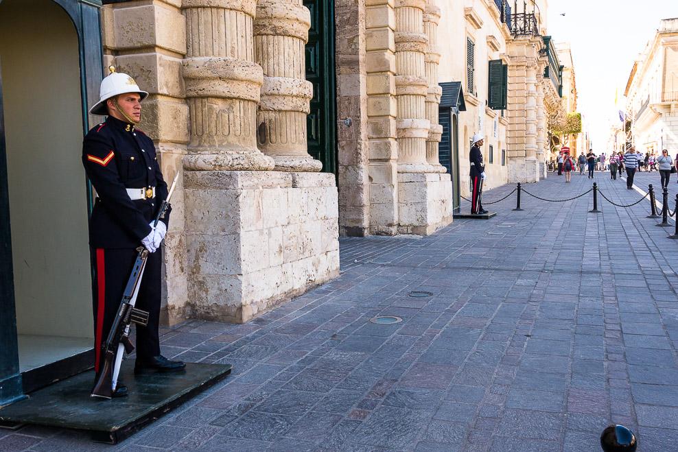 Wachen am Regierungssitz der Staatspräsidentin in Valletta